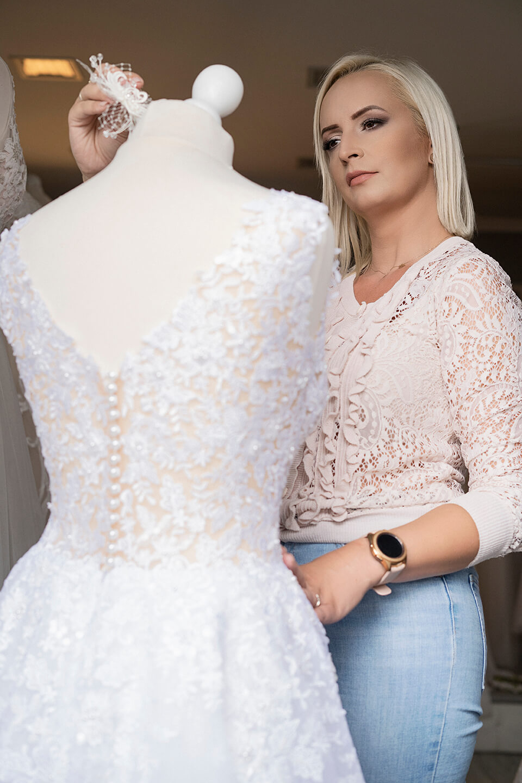Ozdabianie sukni ślubnej